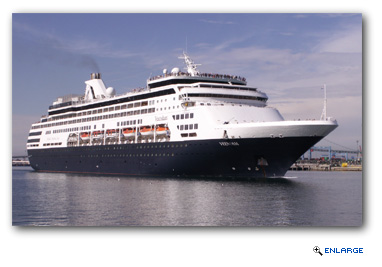 HALs ms Veendam Spends Three Nights at Hamilton on 2016 Bermuda Cruises